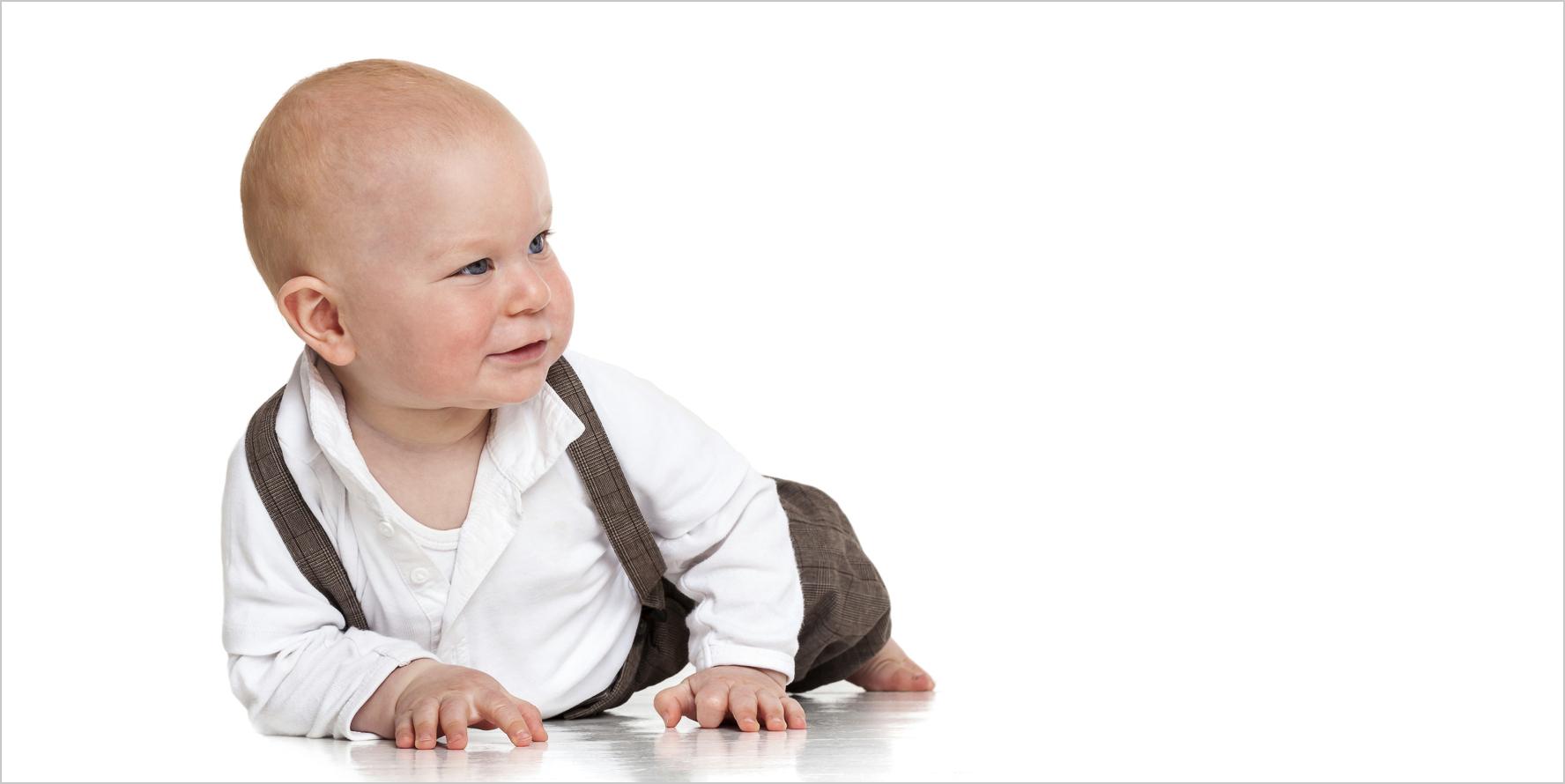 Babyfotografie Baby auf dem Boden