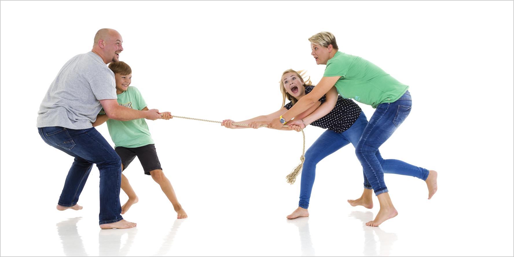 Kreative Familienfotografie Seilziehen