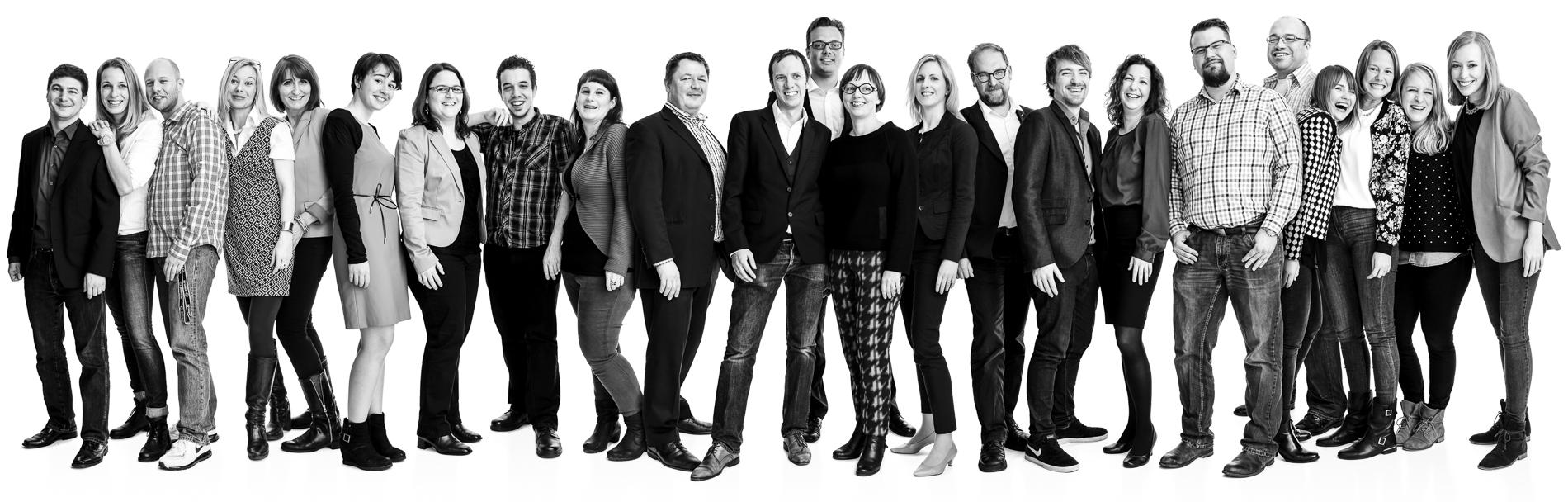 Businessphotography-Mitarbeiterportrait, großes Teamfoto im Studio