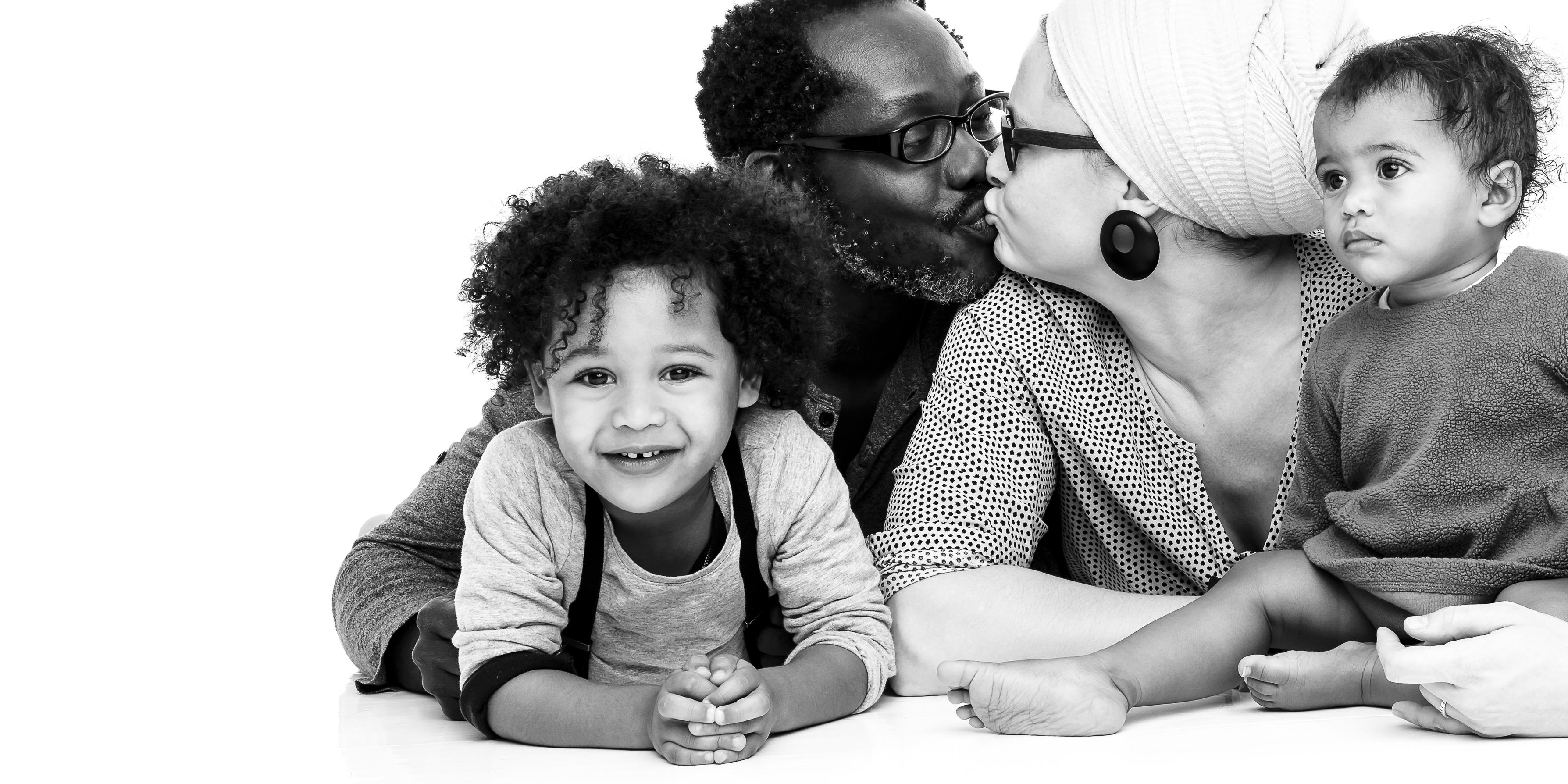 Familienfotografie Familienportrait in Schwarzweiss
